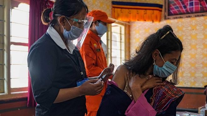 Nhờ cộng đồng quốc tế, quốc gia này có vaccine tiêm mũi thứ 2 cho hầu hết dân số - 1