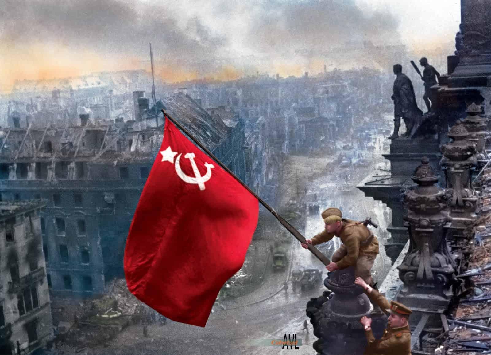 Trận chiến buộc Hitler phải tự sát, Đức quốc xã đầu hàng vô điều kiện - 1