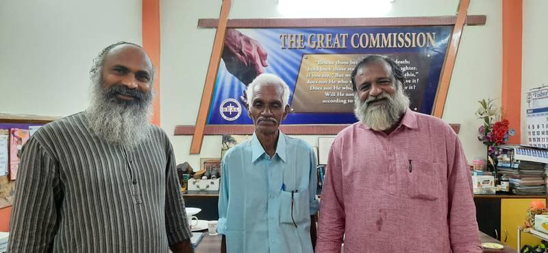 """Ấn Độ: Ông lão """"chết vì tai nạn máy bay"""" trở về sau 47 năm, gia đình sốc nặng - 1"""