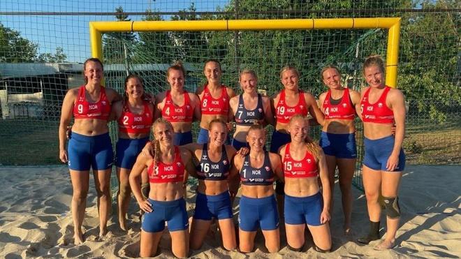 Các cô gái Na Uy bị phạt vì không mặc bikini thi đấu, ngôi sao Pink bênh vực - 1