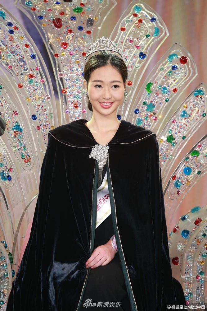 """Hoa hậu châu Á 2021 gây sốc vì thí sinh mập, """"đùi cột đình"""", U50, chỉ 53 người xem trực tiếp"""