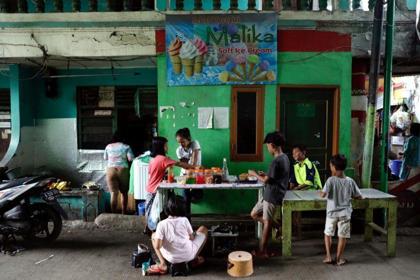 Hệ thống y tế quá tải, hàng trăm trẻ em Indonesia tử vong vì COVID-19 - 1
