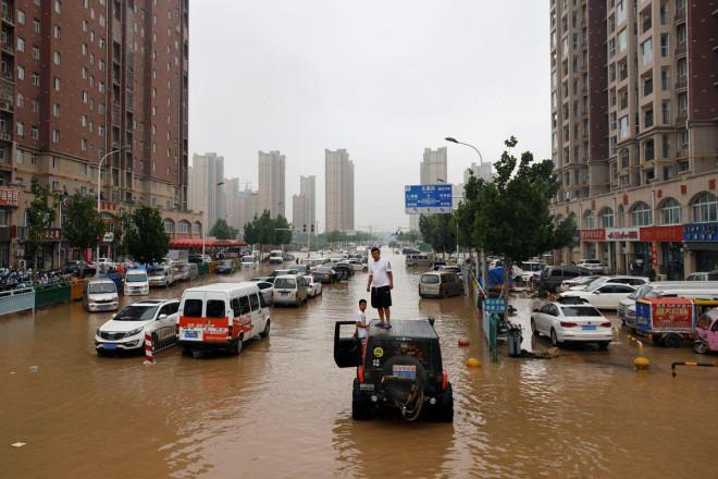 """Thảm cảnh lũ lụt ở Trung Quốc và châu Âu: Cú đấm """"trời giáng"""" vào cuỗi cung ứng toàn cầu - 1"""