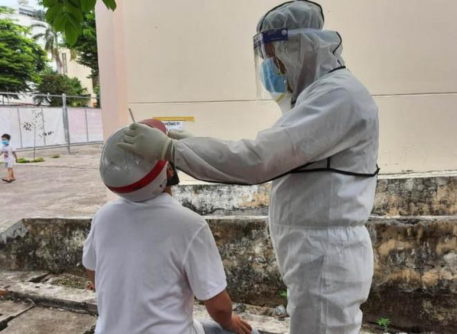 TP.HCM: Thân nhân người tham gia chống dịch được tiêm vaccine ngừa COVID-19 - 1
