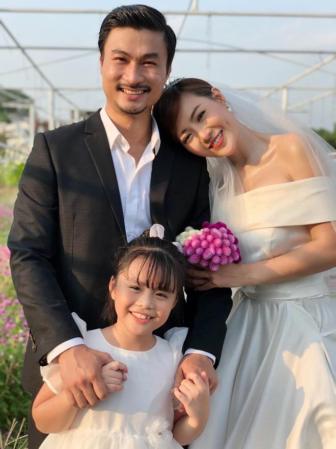 Thanh Hương khoe ảnh cưới, dân mạng xôn xao danh tính chú rể - 1