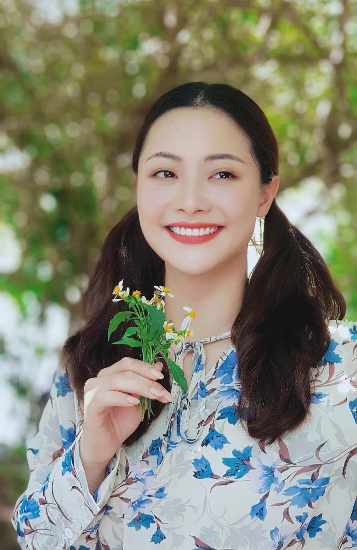 Nữ diễn viên Huyền Thạch đổi gu thời trang - 1