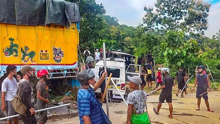 Ấn Độ: Cảnh sát 2 bang đấu súng dữ dội, nhiều người chết và bị thương - 1
