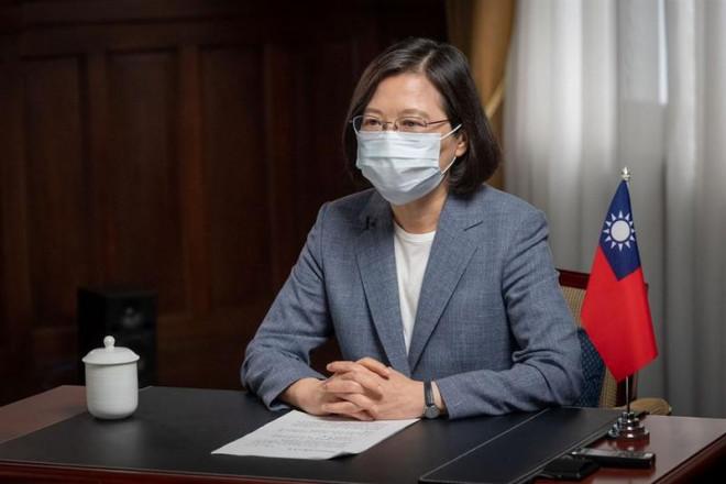 Lãnh đạo Đài Loan chọn tiêm vaccine COVID-19 nội địa dù chưa thử nghiệm xong - 1