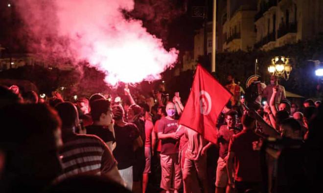 Tunisia hỗn loạn khi tổng thống tiến hành thanh trừng - 1