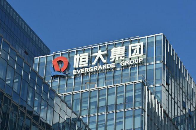 """Đại gia bất động sản lớn nhất Trung Quốc rơi vào bế tắc vì """"ôm"""" nợ hơn 305 tỷ USD - 1"""