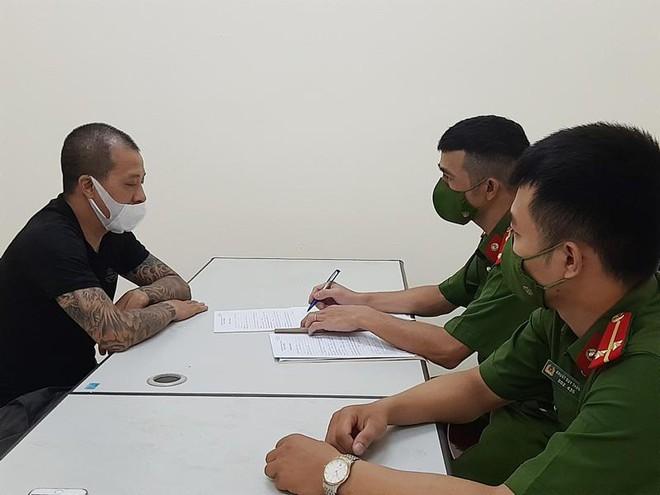 Vụ hai vợ chồng chống đối chốt kiểm soát dịch ở Hà Nội: Người chồng từng có 4 tiền án, tiền sự - 1