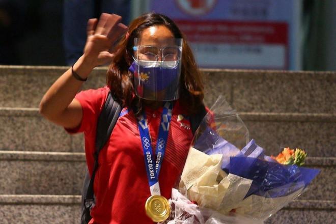 VĐV đoạt HCV Olympic Tokyo của Philippines nhận 18 tỷ tiền thưởng cùng biệt thự - 1