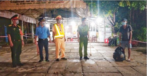 Anh thợ hồ mất việc, đi bộ từ Bình Phước đến Bạc Liêu được hỗ trợ về quê - 1