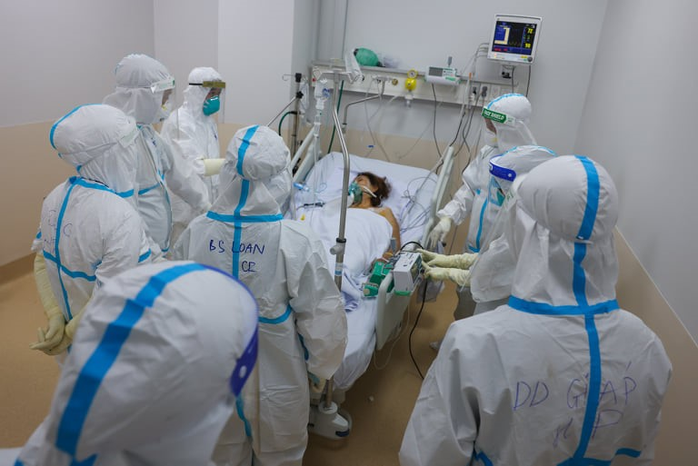 Bộ Y tế lập 12 trung tâm hồi sức tích cực COVID-19 quốc gia với quy mô gần 8.000 giường - 1