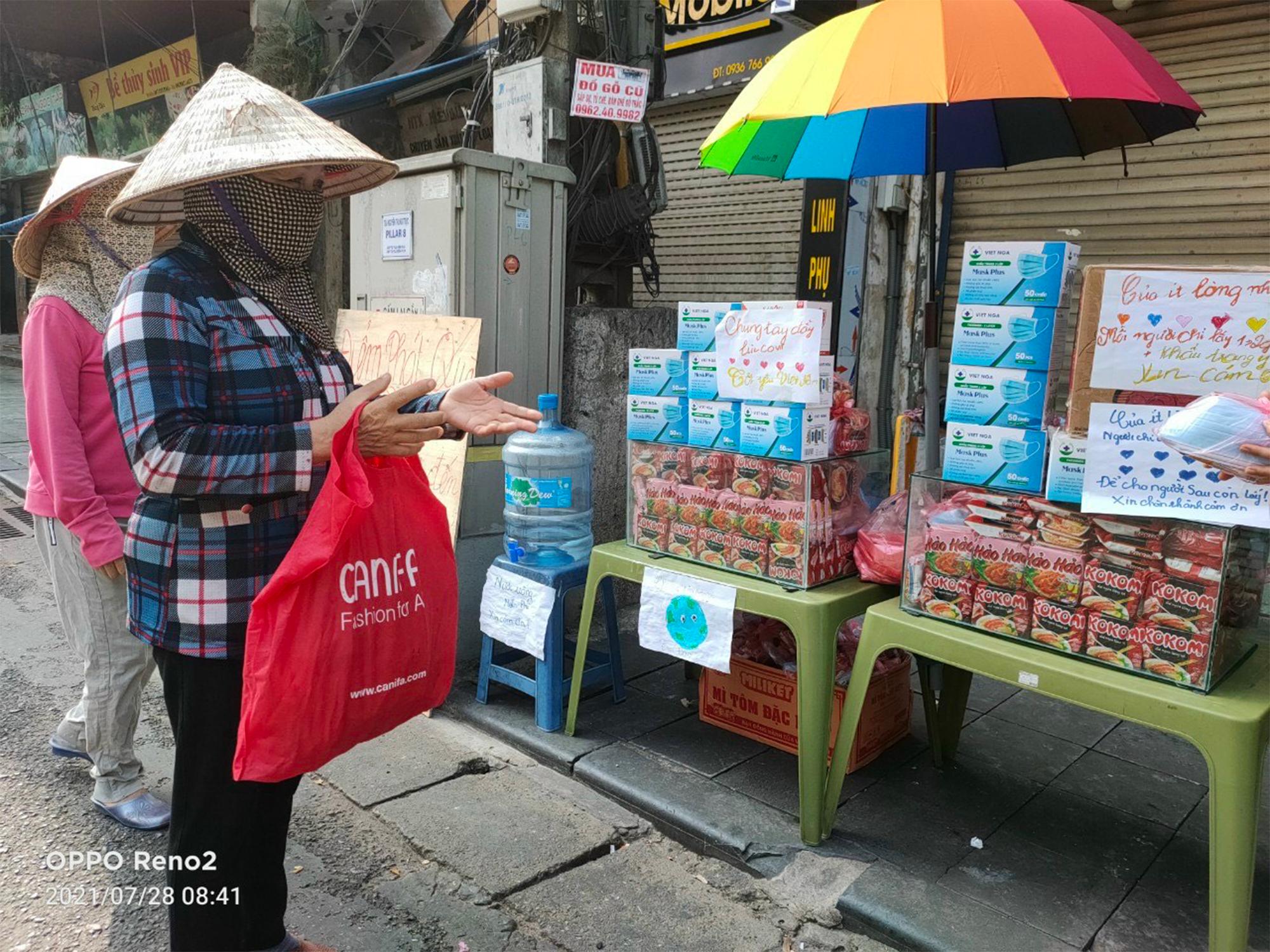 Gói mì tôm lan tỏa yêu thương của người Hà Nội giữa dịch COVID-19 - 2