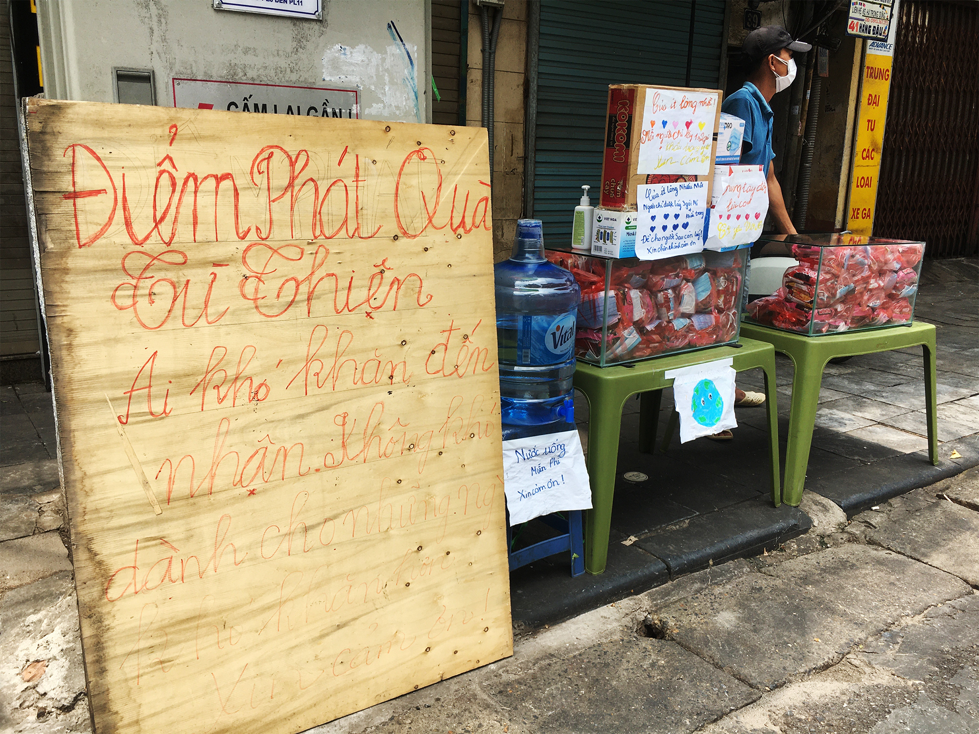 Gói mì tôm lan tỏa yêu thương của người Hà Nội giữa dịch COVID-19 - 4