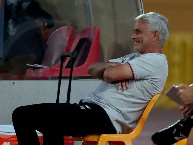 """""""Đồ tể"""" Pepe và Mkhitaryan đánh nhau, HLV Mourinho có trị loạn được ko? - 1"""