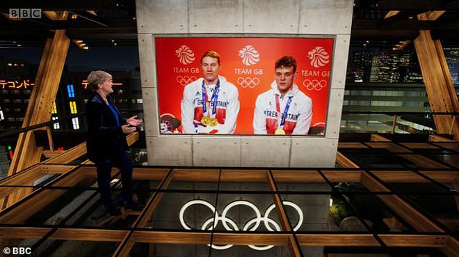 """""""Đỏ mặt"""" Olympic: 2 kình ngư Anh đẹp trai bị hỏi khó trên truyền hình - 1"""