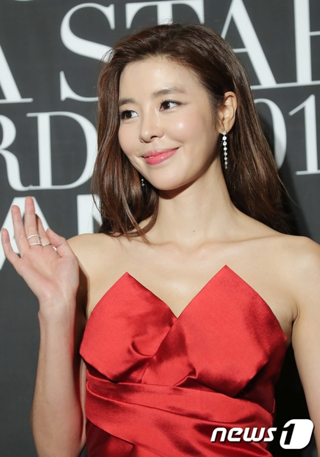 Kim Gyu Ri - sao nữ nổi tiếng với vai phản diện trong Giày thủy tinh từng khiến khán giả sốc khi đóng cảnh nóng quá bạo trong phimPortrait of a Beauty - Mỹ nhân đồ.