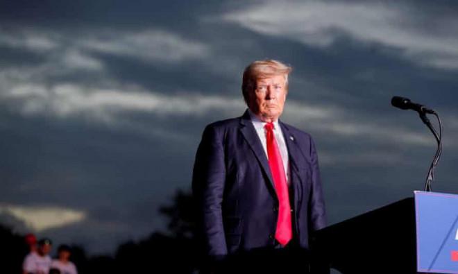 Ông Trump lại gặp chuyện nhức đầu - 1