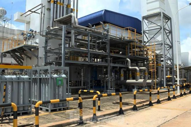 Cận cảnh nhà máy sản xuất oxy y tế 'khổng lồ' phục vụ bệnh viện điều trị COVID-19 - 1