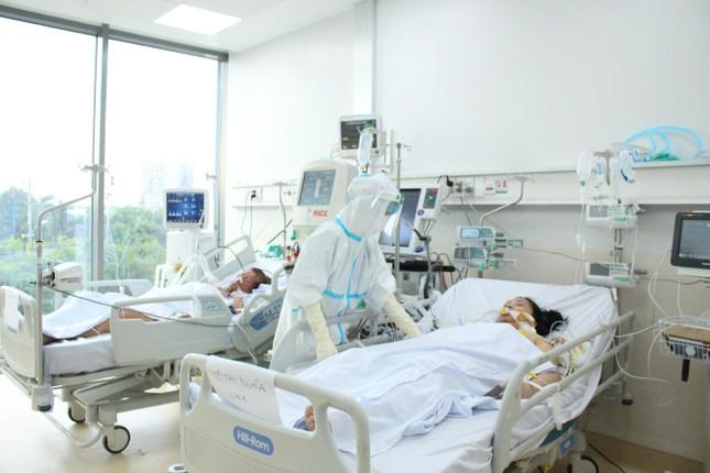 """Khi người thân """"bặt vô âm tín"""" với bệnh nhân COVID-19... - 1"""