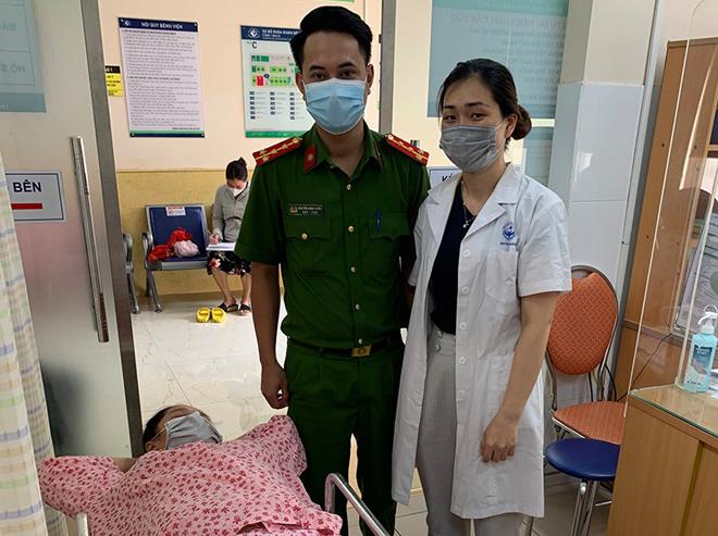 """Hà Nội: Được cảnh sát chốt kiểm dịch hỗ trợ đi đẻ, gia đình đặt tên con là """"Công An"""" - 1"""