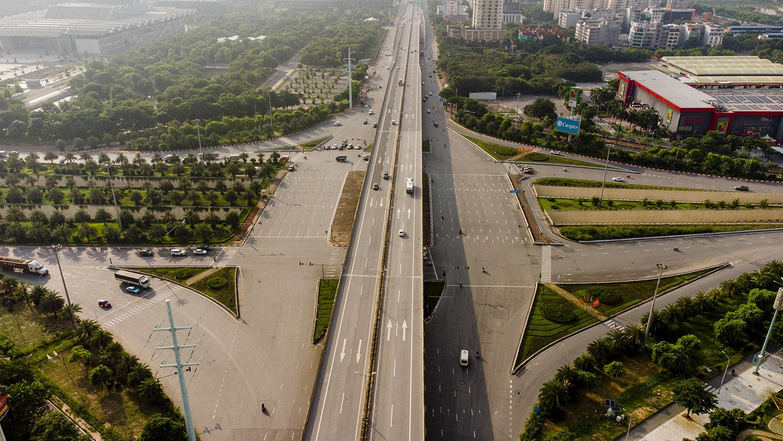 Nhìn từ trên cao đường phố Hà Nội trong buổi sáng ngày thứ 8 giãn cách xã hội - 12