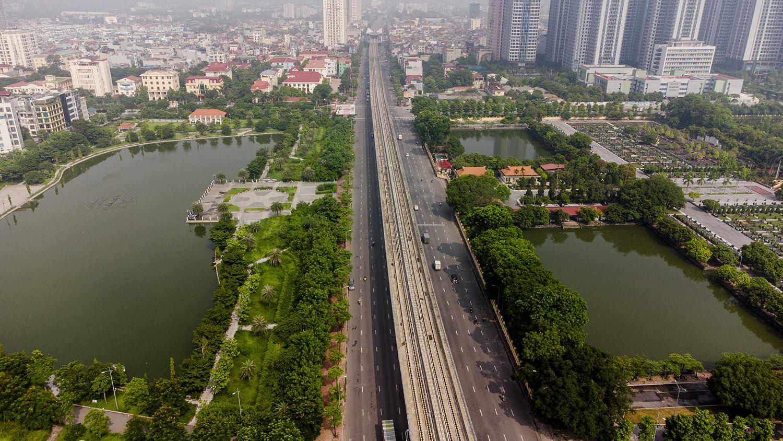 Nhìn từ trên cao đường phố Hà Nội trong buổi sáng ngày thứ 8 giãn cách xã hội - 19