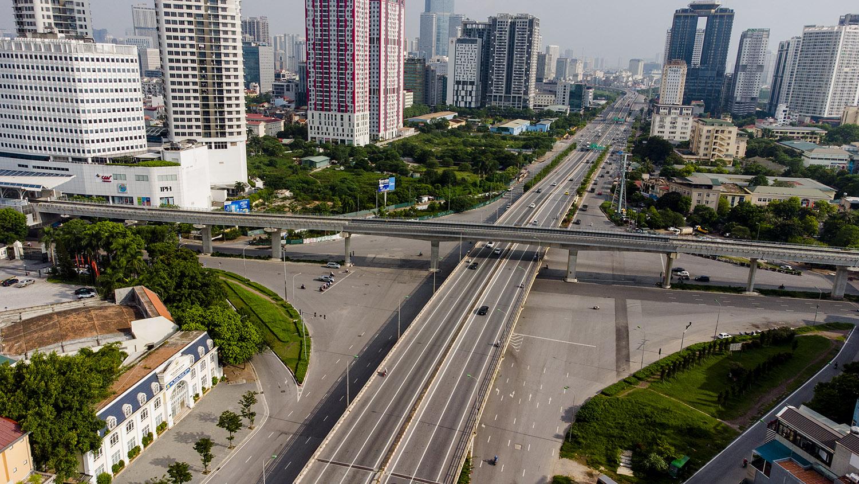 Nhìn từ trên cao đường phố Hà Nội trong buổi sáng ngày thứ 8 giãn cách xã hội - 4