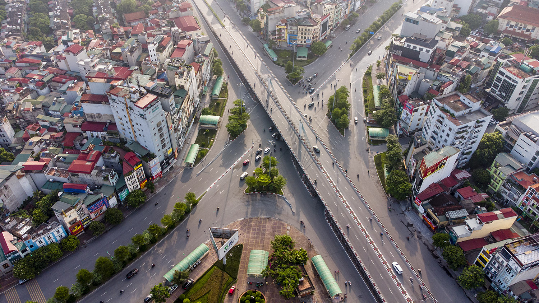 Nhìn từ trên cao đường phố Hà Nội trong buổi sáng ngày thứ 8 giãn cách xã hội - 5