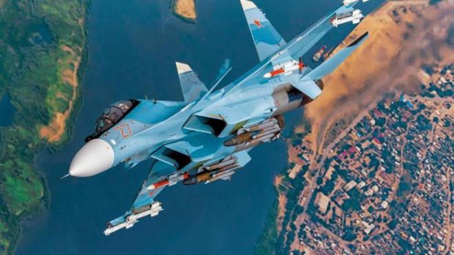 Video: Su-30SM Nga bay áp sát sườn máy bay F-35 của NATO, chỉ cách 2 mét - 1