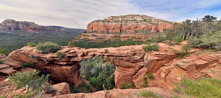 Cầu Quỷ: Cây cầu vòm tuyệt đẹp của Arizona không hề giống như tên gọi mà nó vốn có - 1