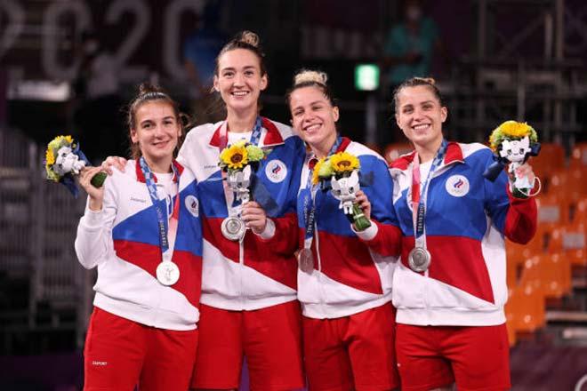 """Người đẹp Nga 1m92 lỡ HCV Olympic, về nhà được nhận """"món quà cuộc đời"""" - 1"""