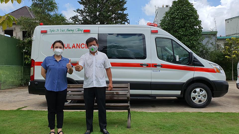 Cận cảnh chiếc xe 3 tỷ Việt Hương trao tặng ông Đoàn Ngọc Hải, dòng chữ trên thân xe gây chú ý - 1