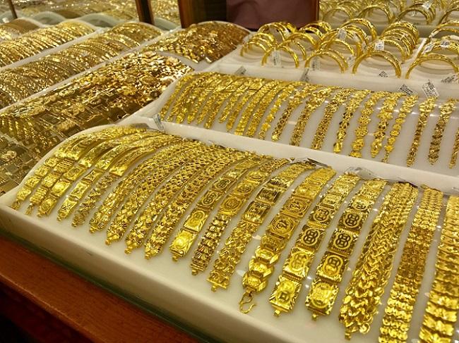 """Giá vàng hôm nay 2/8: """"Tụt dốc"""" ngay từ khi mở cửa - 1"""