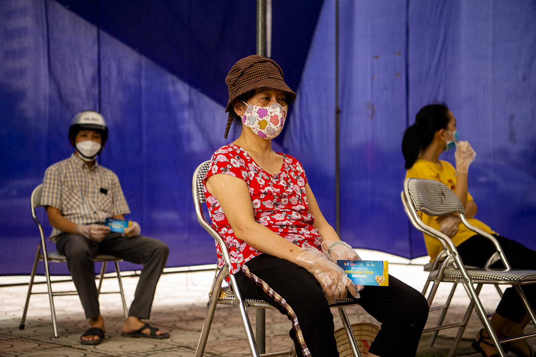 """Hà Nội: Ấm lòng với """"Siêu thị mini 0 đồng"""" trong những ngày giãn cách xã hội - 4"""