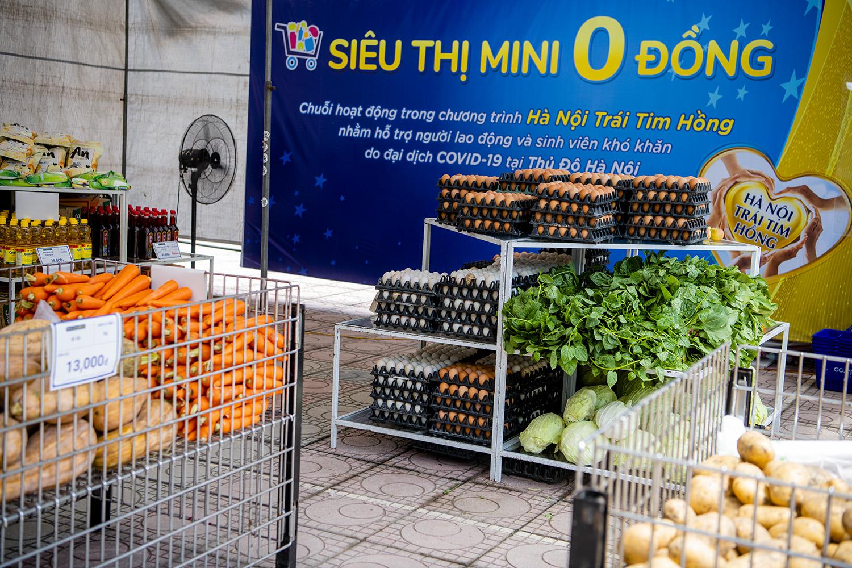 """Hà Nội: Ấm lòng với """"Siêu thị mini 0 đồng"""" trong những ngày giãn cách xã hội - 8"""