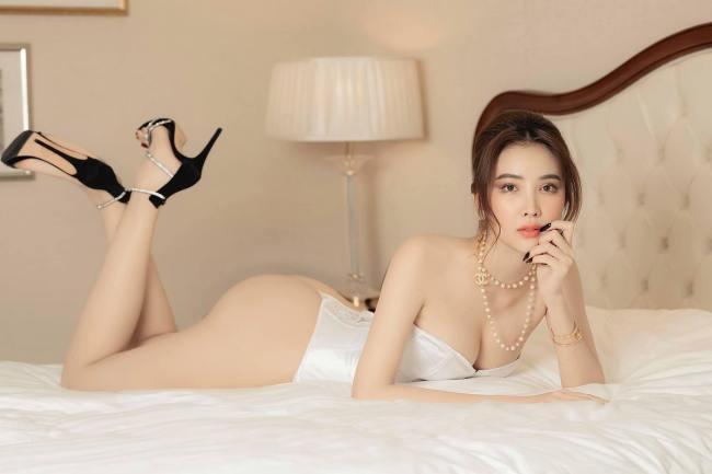 Kim Tuyến là một trong những thí sinh gây chú ý khi đăng ký dự thi Hoa hậu Hoàn vũ Việt Nam 2021, vòng thi gửi ảnh online.