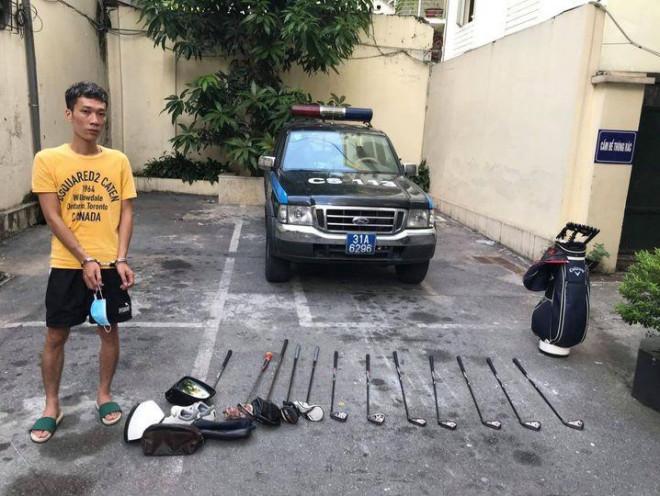 Dùng gạch đập vỡ cửa kính xe ô tô để trộm cắp tài sản - 1
