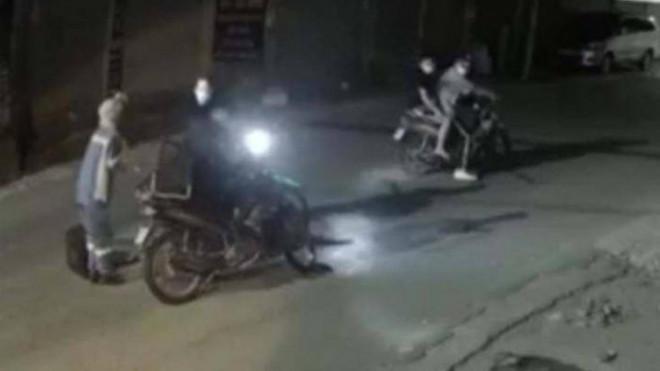 Nữ lao công Hà Nội hoảng sợ kể chuyện bị dí kiếm cướp xe máy trong đêm - 1
