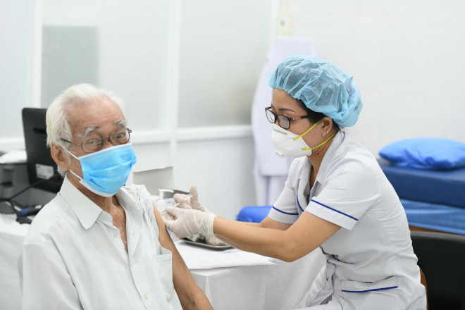 Không tiêm vắc-xin Moderna cho người đã tiêm mũi 1 AstraZeneca - 1