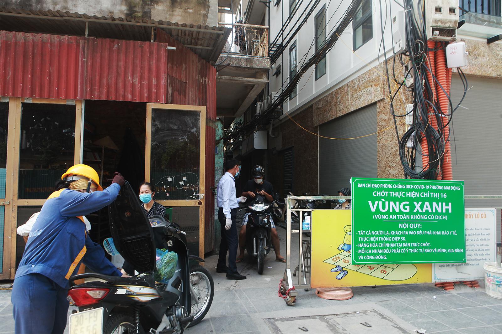 """Người dân ra vào """"vùng xanh không dịch"""" ở Hà Nội như thế nào? - 1"""