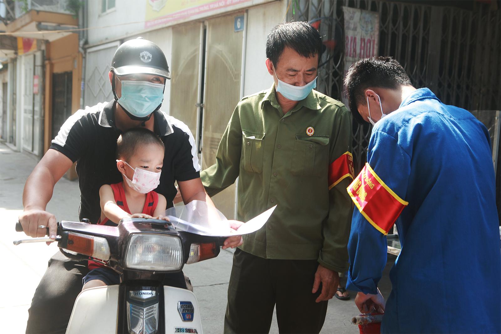 """Người dân ra vào """"vùng xanh không dịch"""" ở Hà Nội như thế nào? - 2"""