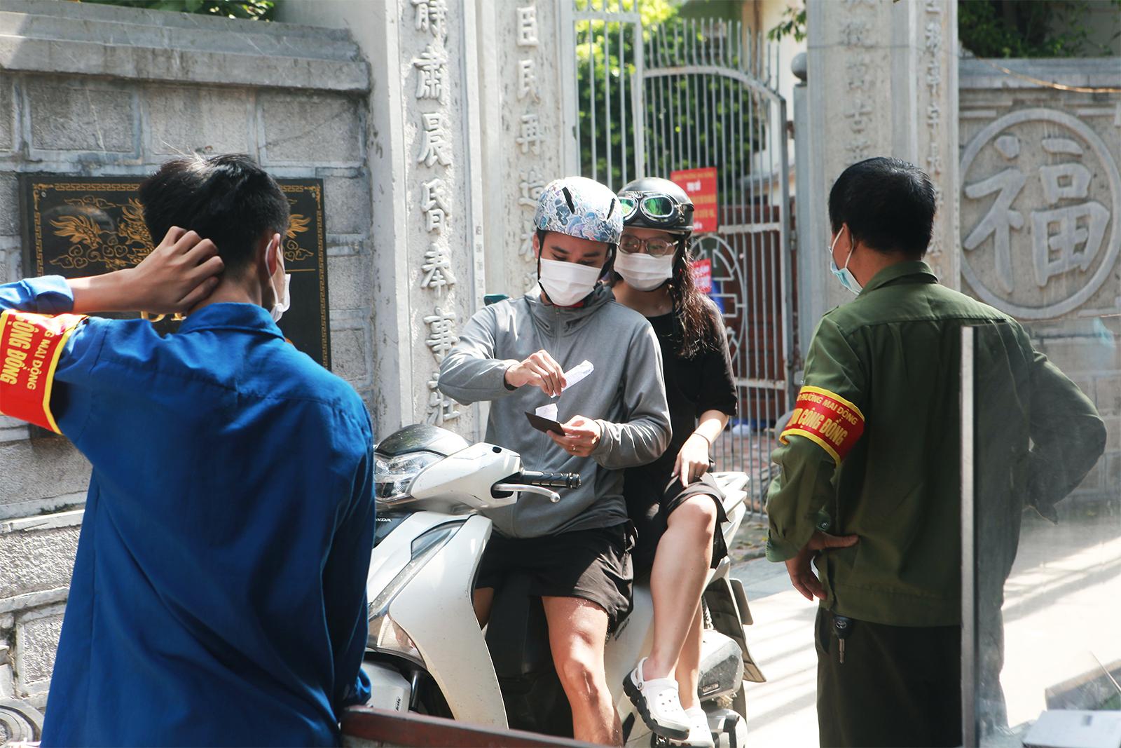 """Người dân ra vào """"vùng xanh không dịch"""" ở Hà Nội như thế nào? - 8"""