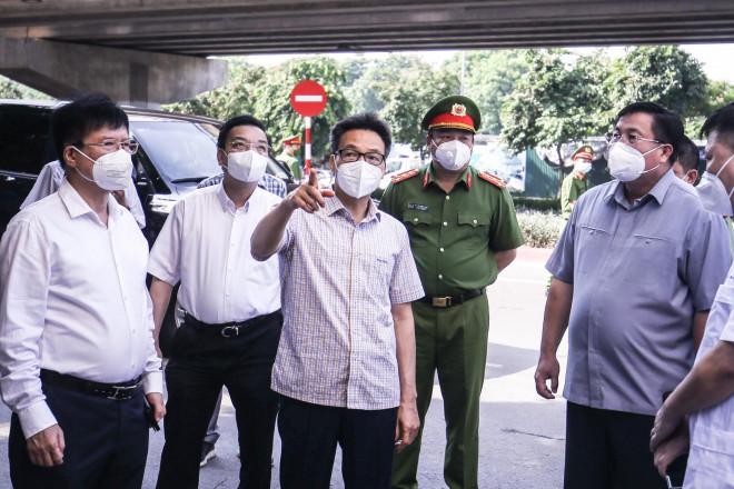 Phó Thủ tướng: Việc cần làm ngay là cho người dân tự lấy mẫu test nhanh SARS-CoV-2 - 1