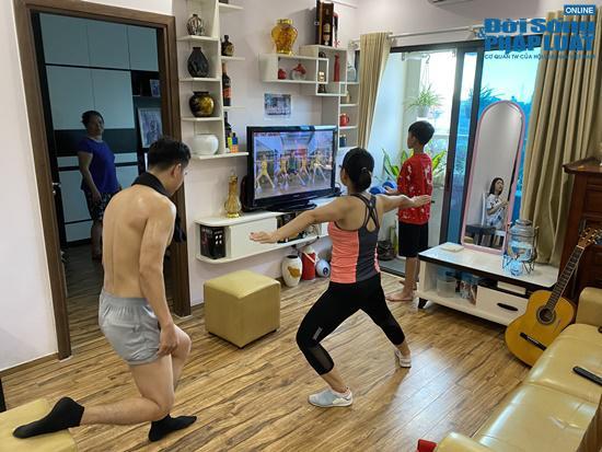 Gia đình yêu thể thao, tập luyện 4 bộ môn ngay trong căn phòng vỏn vẹn 25m2 - 1