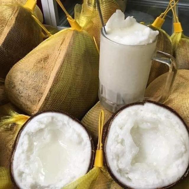 """300.000 đồng/quả dừa sáp vẫn được săn đón """"bất chấp"""" COVID-19 - 1"""