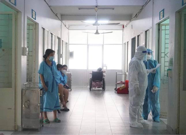 Bác sĩ trải lòng về hành trình cứu chữa các thai phụ mắc COVID-19 - 1