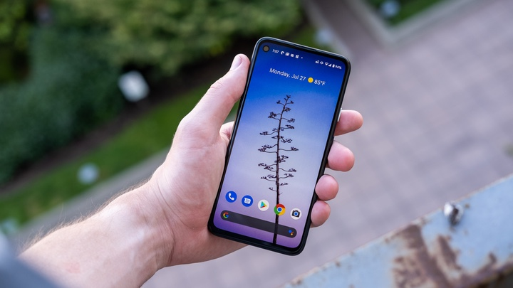 """Những smartphone thuộc hàng """"siêu phẩm"""" của 2020 vẫn rất đáng mua trong năm 2021 - 6"""
